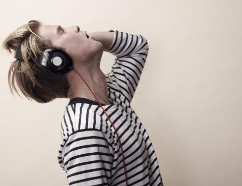 4 dampak negatif earphone